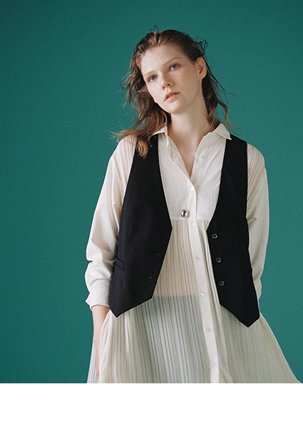 Pleated Dress × Gilet